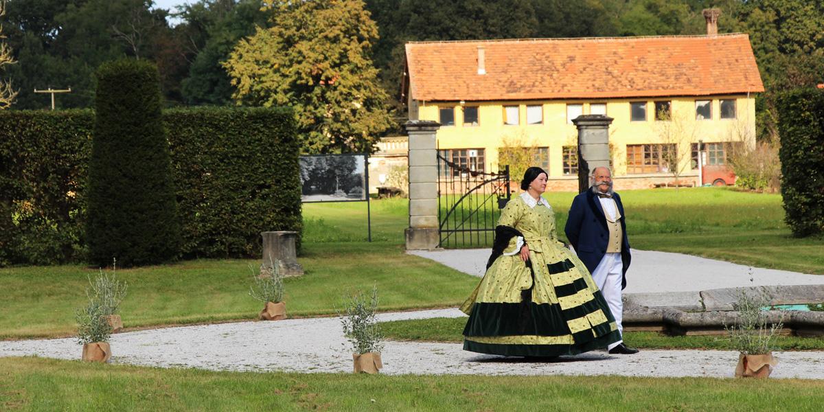 Grof in grofica Auersperg v vrtu dvorca Dornava