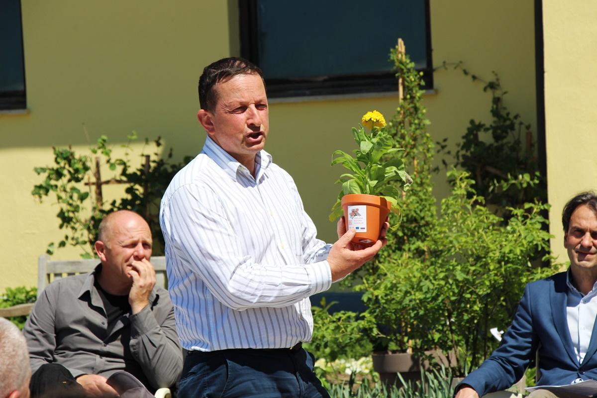 Matjaž Mastnak predstavlja rastline projekta