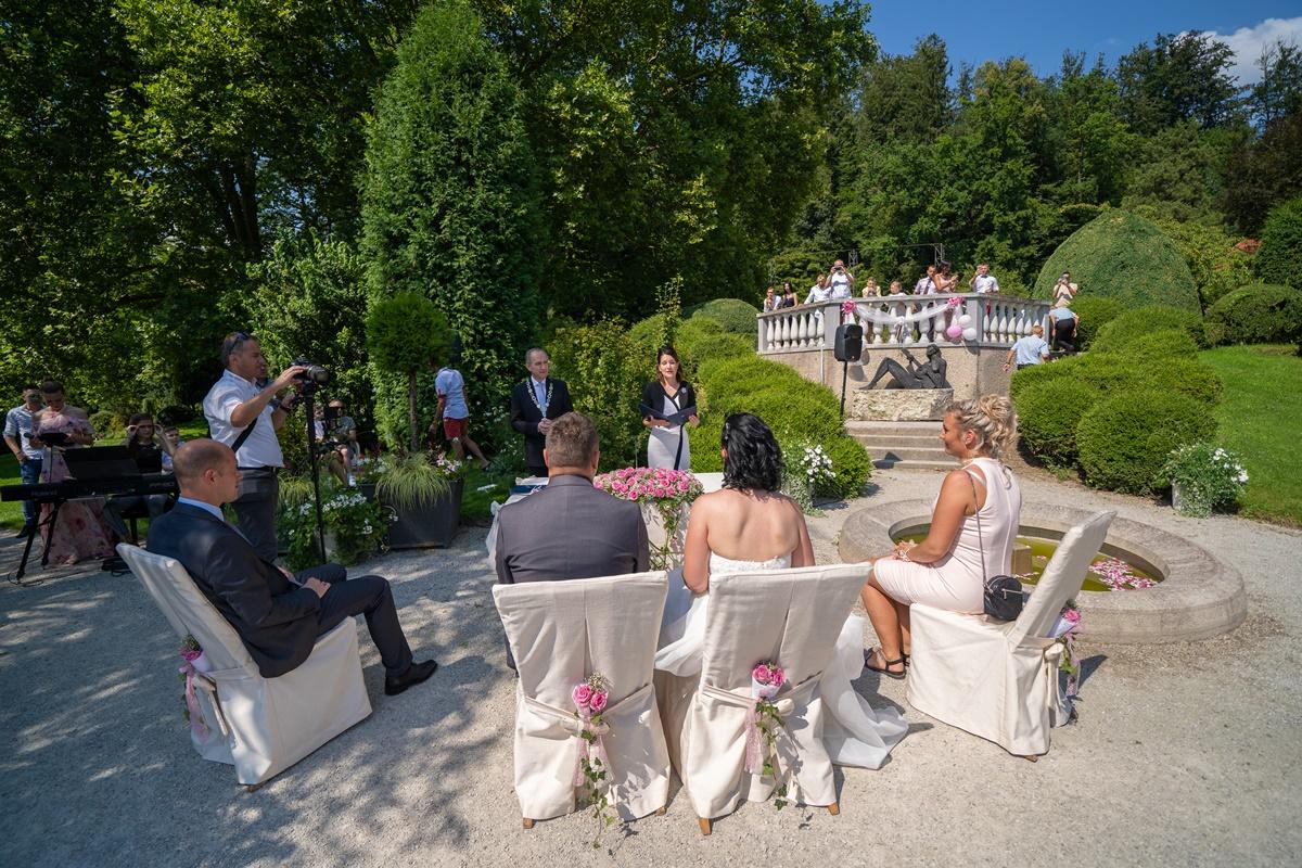 Poročni obred v Francoskem vrtu